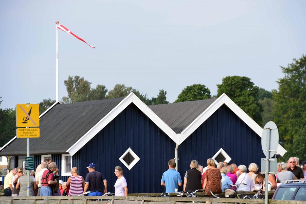 Ca. 200 medlemmer var mødt op. Den elektroniske Viking Søren Wennemoes anslår skærgaardstoner. Foto: Jesper Alstrøm.