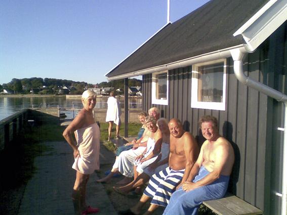 Bænken mod Sverige - et historisk foto da der endnu var en tagrende. (Foto: Jesper Alstrøm)).