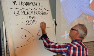 Runerister (Jens Hage) dokumenterer. Foto: Jesper Alstrøm.