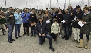 Hørsholm-Rungsted Vikingelaug: Standerhejsning - hér Det Fremskudte Sangkor bestående af nye medlemmer. Forrest dirigenten Jens »Runerister« Hage.